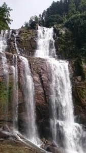 waterfall-750962_640